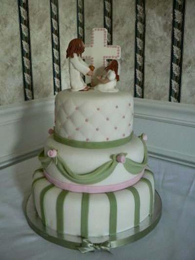 torta con muñequitos de cerámica de cristo la niña y
